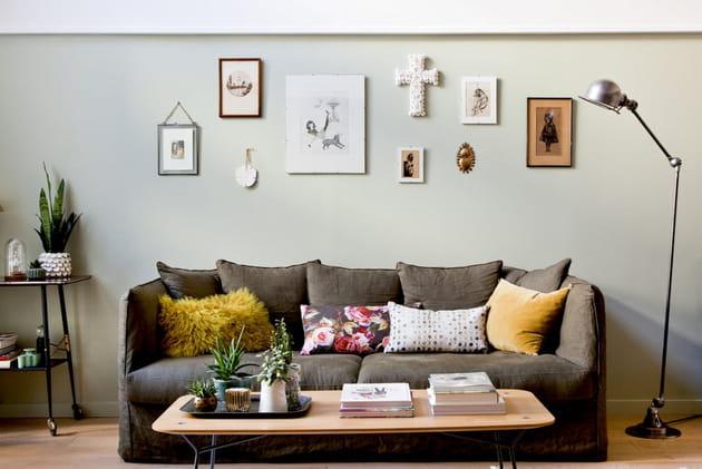 Sur le canapé pour donner du caractère