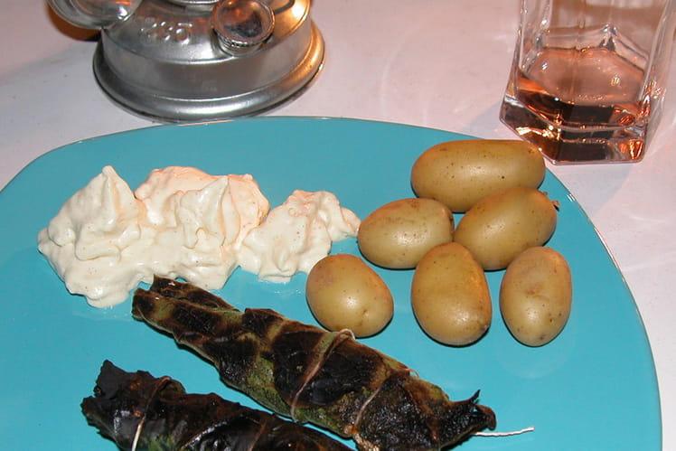 Sardines en papillote de feuilles de figuier et chantilly à la moutarde