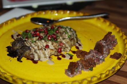 Aubergine rôtie à la grenade et tartare de boeuf