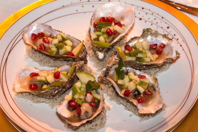 Huîtres en gelée de cidre au gingembre, toasts au beurre d'algues