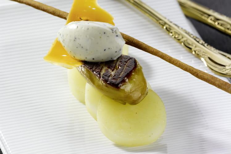 Poêlée de foie gras de canard, pommes de terre, mimolette vieille et crème aux truffes Isigny Ste-Mère