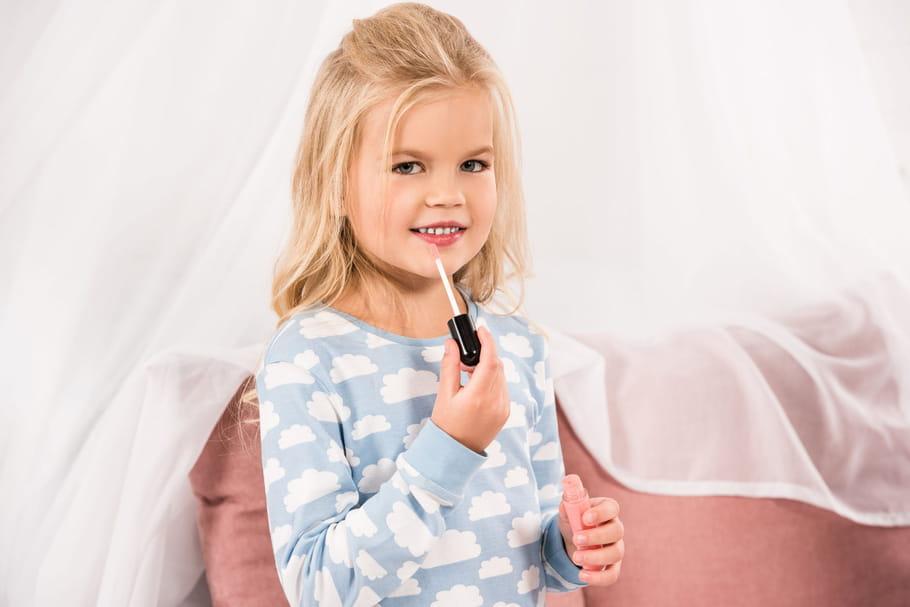 """Maquillage pour enfants: """"le plus tard possible, le moins possible"""""""