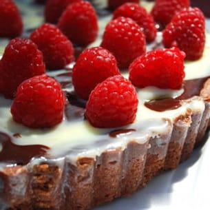 tarte truffée aux 3 chocolats et framboises