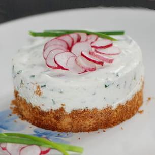 cheesecake aux radis, chèvre frais et ciboulette