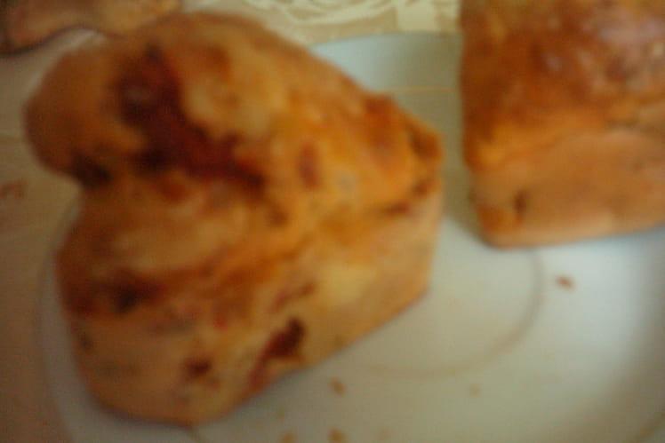 Mini cakes aux tomates séchées, poivrons et thon