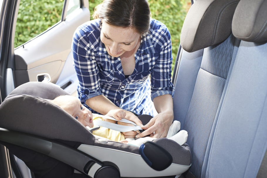 Plus d'un bébé sur deux est mal attaché en voiture