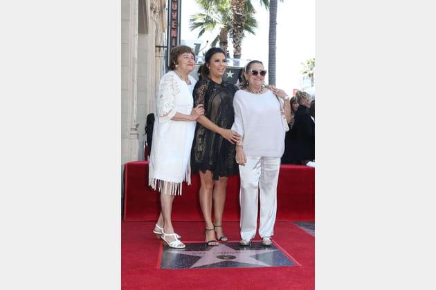 Au côté de sa maman Ella Eva Mireles (à gauche)