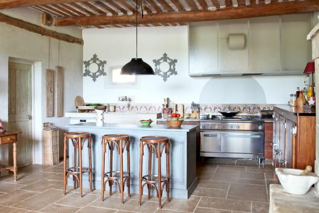 Une cuisine en bois chamarrée