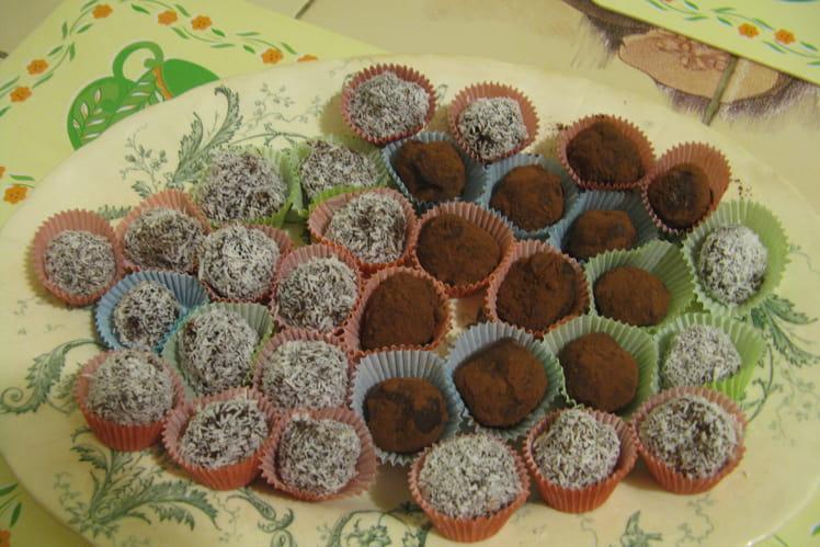 Truffes au chocolat noir et noix de coco râpée