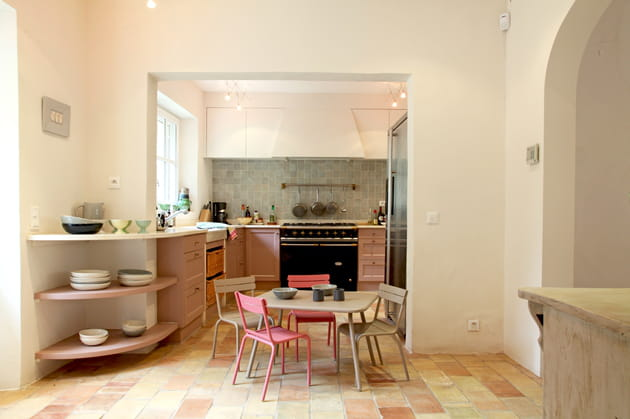 une cuisine campagne rose poudr. Black Bedroom Furniture Sets. Home Design Ideas