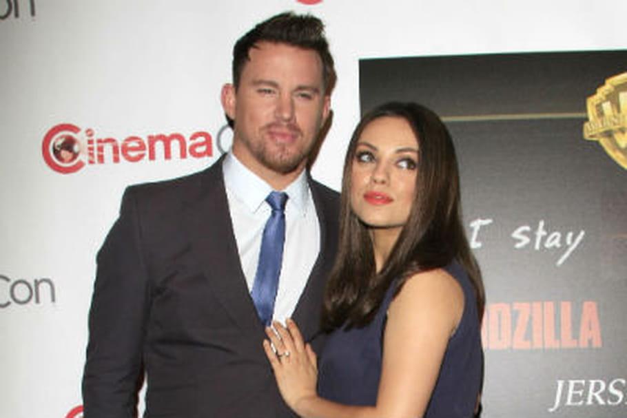 Tapis rouge baby bump mariage pour Mila Kunis