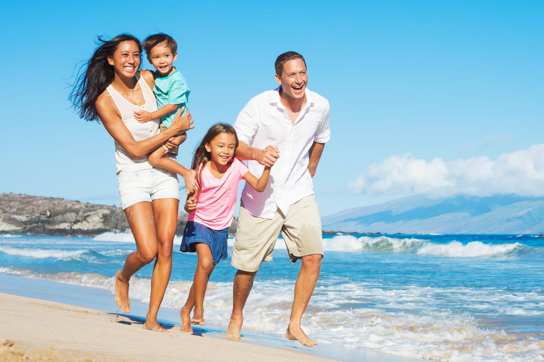 Assurance maladie, médicaments... Quelles sont les démarches pour un voyage à l'étranger ?