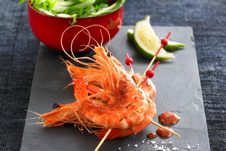 Brochettes de Gambas marinés au citron vert et Salsa aux épices douces
