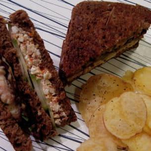 black club sandwich aux rougets et feta