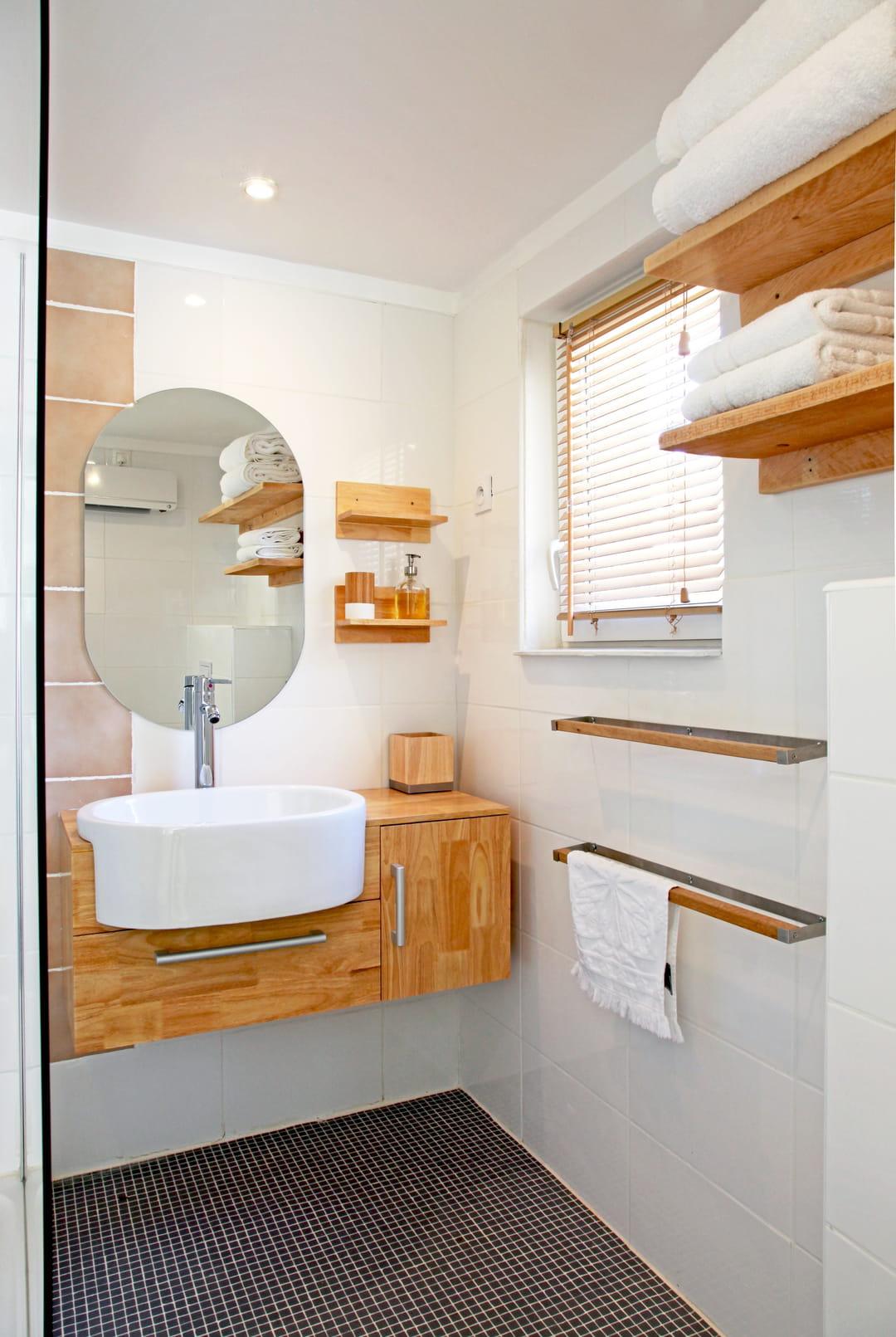 Detourner Un Meuble Pour Salle De Bain ces astuces de rangement pour la salle de bain