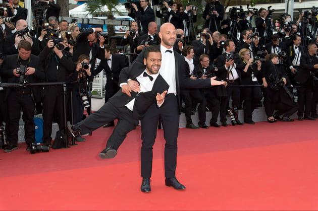 Franck Gastambide porte son ami à une main