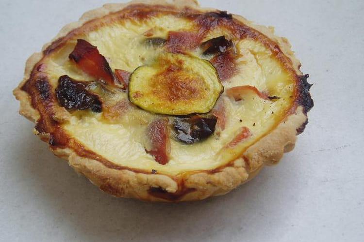 Tartelette aux courgettes-pruneaux-bacon