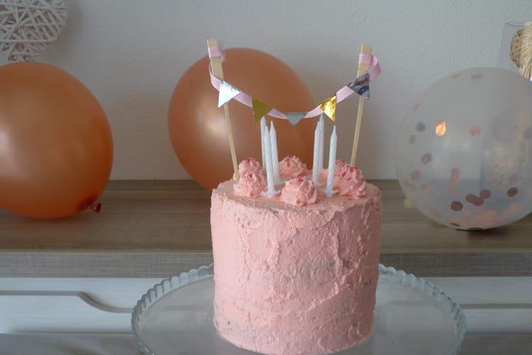 Piñata cake d'anniversaire vanille fraise