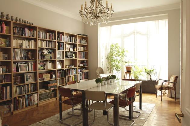 une salle manger toute en lumi re. Black Bedroom Furniture Sets. Home Design Ideas
