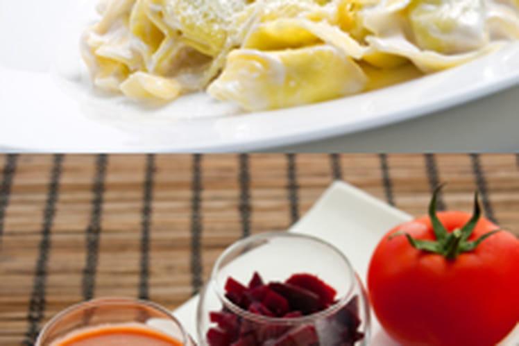 Soupe froide de tomate, aromates & betterave accompagnée de ses ravioles méditerranéennes