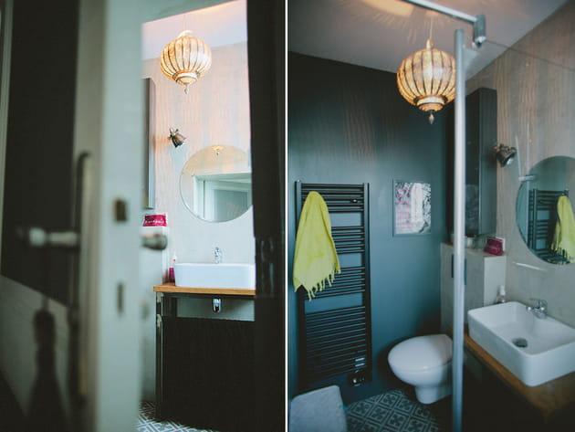 carreaux de ciment dans la salle de bains. Black Bedroom Furniture Sets. Home Design Ideas