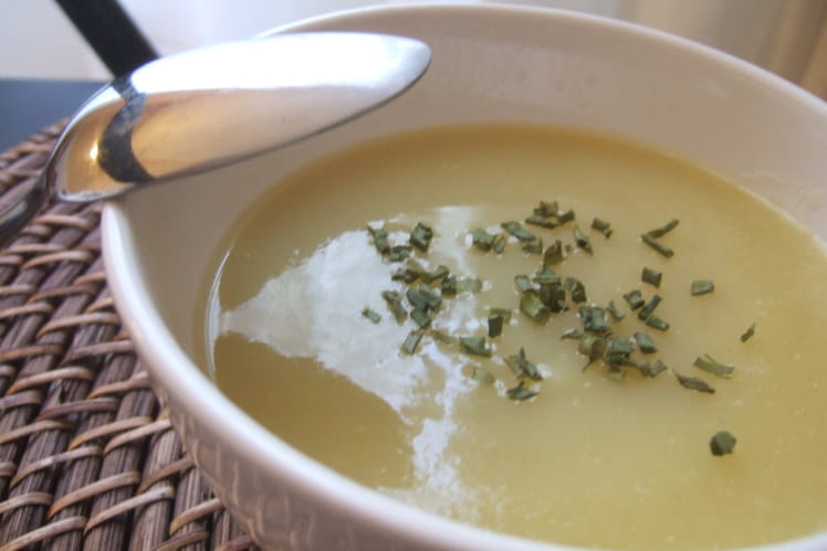 Soupe poireaux-pommes de terre à l'oseille
