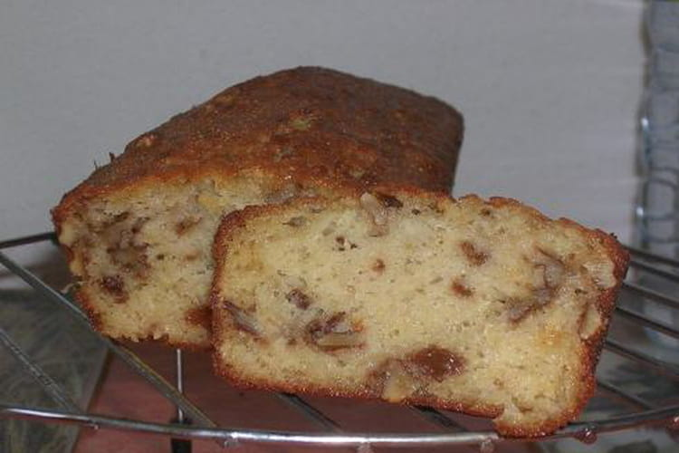 Cake à la pomme, aux raisins secs et aux noix
