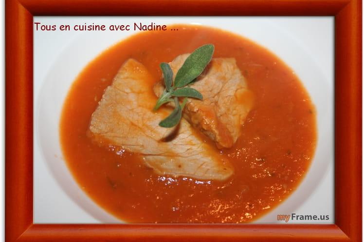 Rôti de veau sur coulis de sauge et tomates