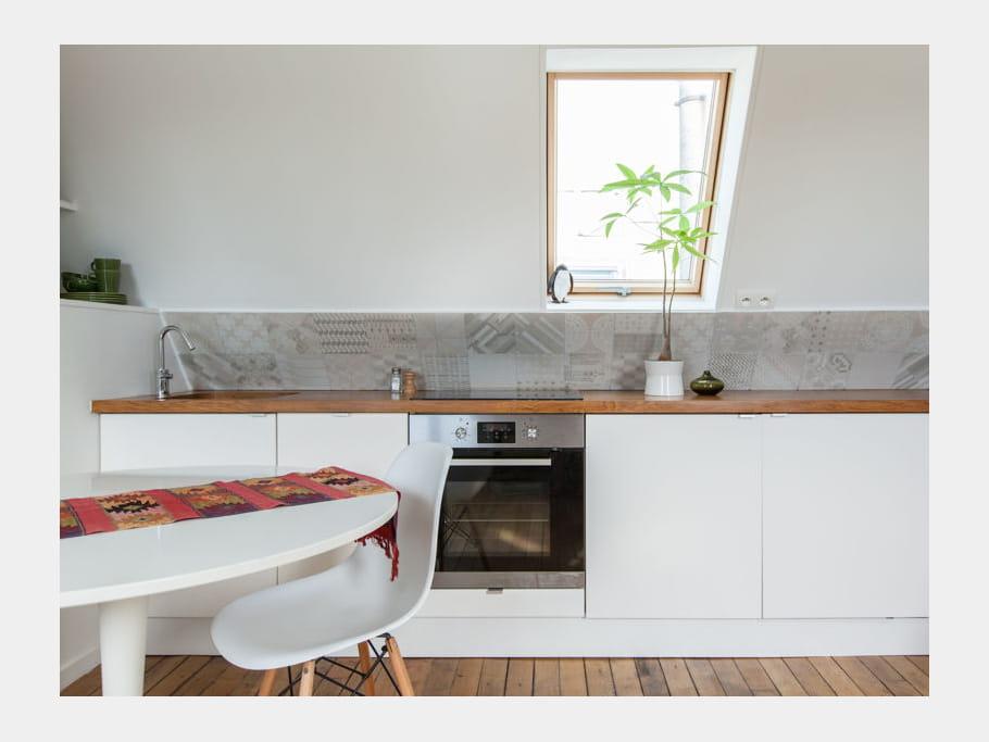 une cuisine discr te et fonctionnelle cuisine blanche 40 pi ces immacul es et ultra. Black Bedroom Furniture Sets. Home Design Ideas