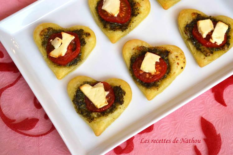 Coeurs feuilletés au pesto, tomate et feta