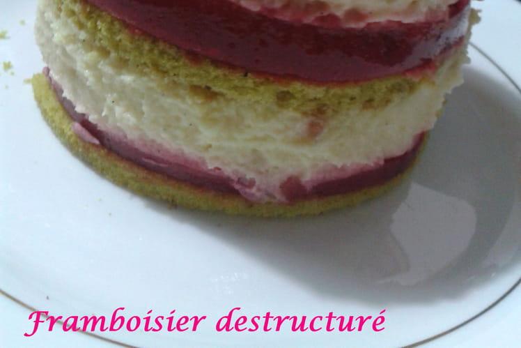Framboisier, biscuit à la pistache et mousseline vanille
