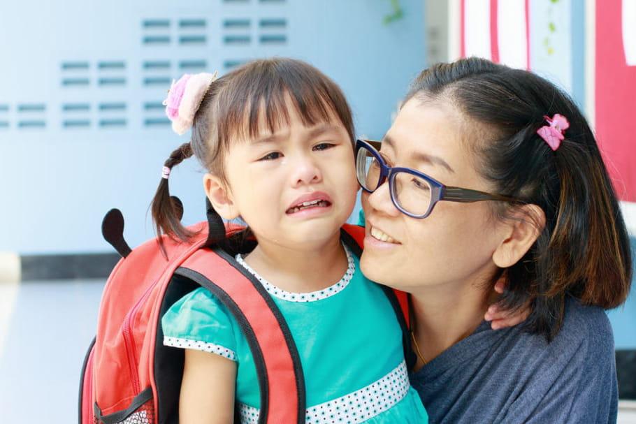 Des pleurs pour son entrée en maternelle : comment le rassurer ?