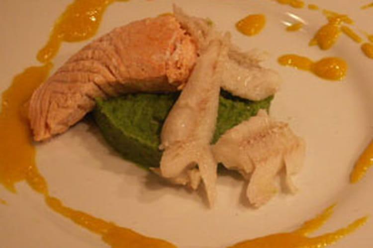 Saumon et merlan vapeur, purée verte et sauce exotique