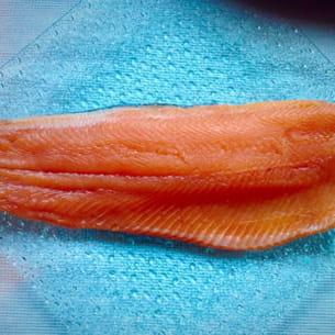 saumon fumé avec du citron