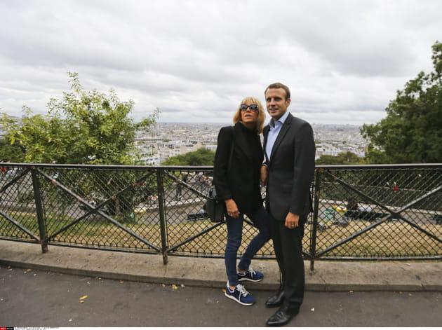 Le couple surplombe Paris