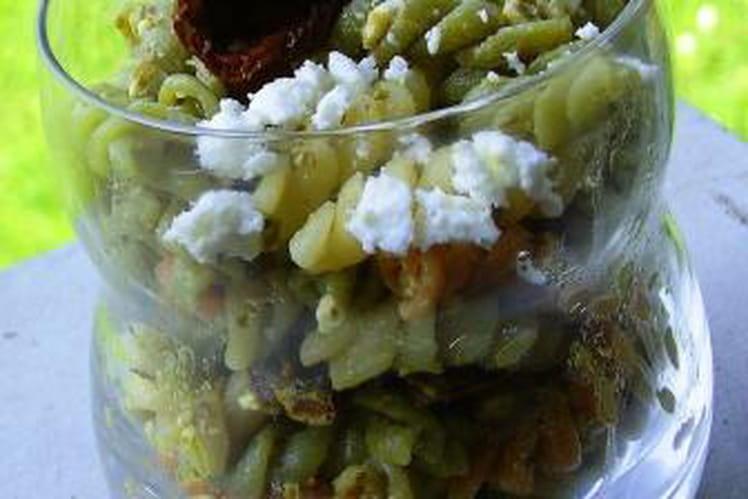 Salade de pâtes à la feta et au pesto