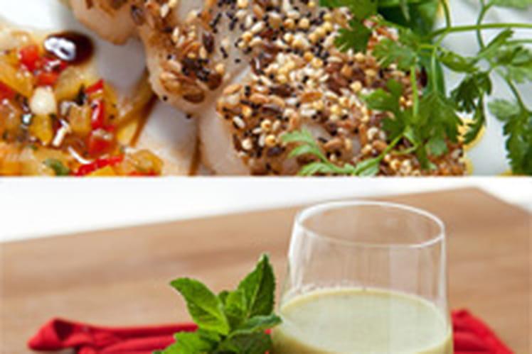 Soupe froide de concombre & menthe et brochette de saint jacques au sesame