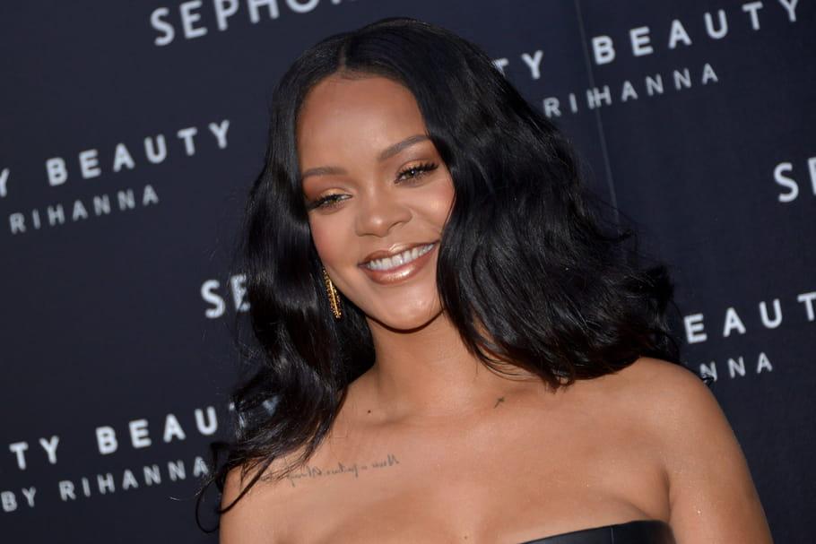 """Rihanna dévoile la deuxième partie de sa collection """"Beach Please"""""""