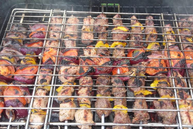 Brochettes de porc marinées et poivrons