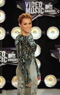 Deux exercices de Pilates pour avoir des abdos comme Miley Cyrus