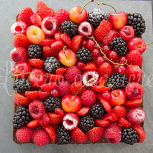 tarte aux fruits rouges sur son palet breton