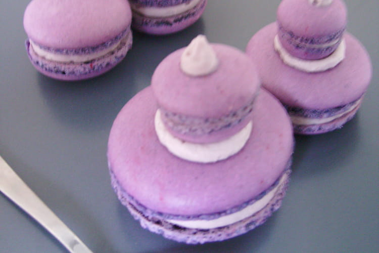 Macaron façon religieuse cassis-violette