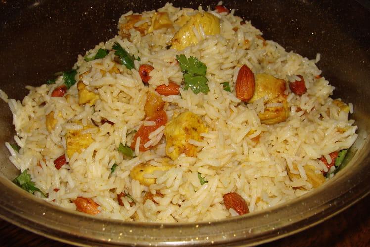Salade de riz, poulet, curry et abricots secs