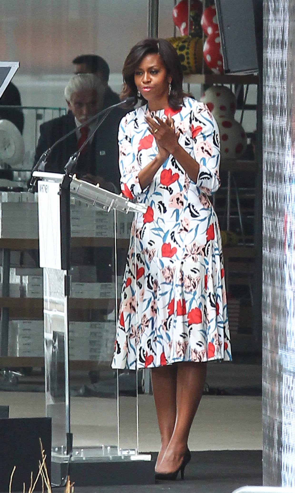 Robe Obama En Fleurs À Michelle OkiZPXuT