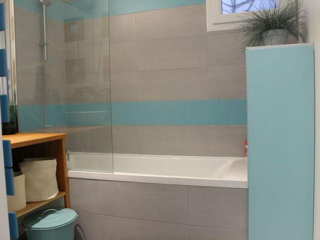 Après: une salle de bains aux couleurs marines