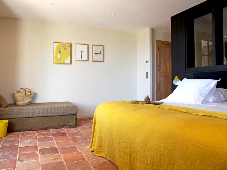 dessus de lit et accessoires jaunes. Black Bedroom Furniture Sets. Home Design Ideas