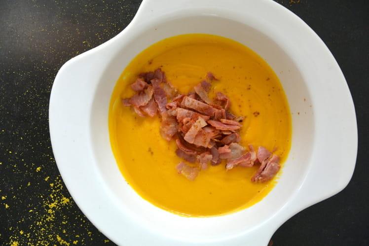 Soupe de courges au curry et speck grillé