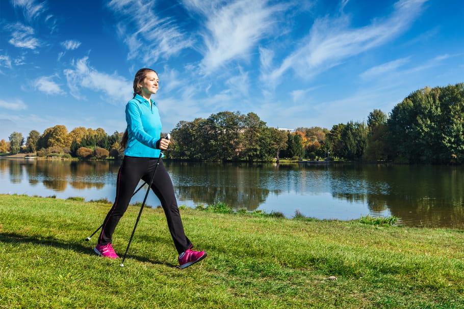 Marche nordique: bienfaits et conseils pour la perte de poids