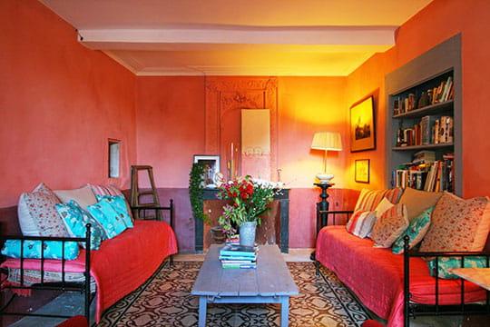 Ronde de couleurs dans une maison provençale