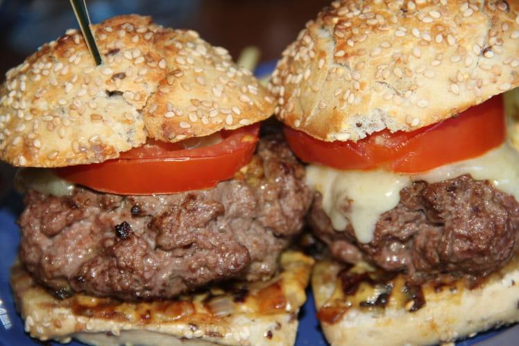 Burger à la française à la tomme du jura et aux oignons confits